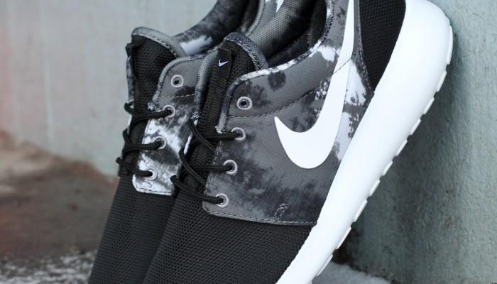 Nike_Wmns_Rosherun_Print_599432-010