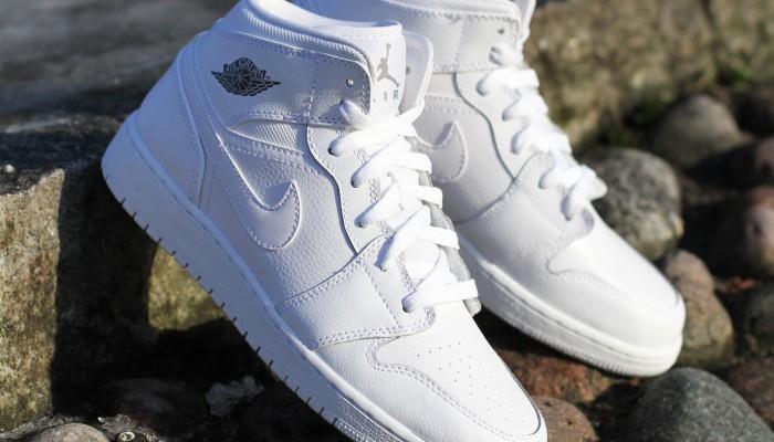 Nike_Air_Jordan_1_Mid_(BG)_554725-102