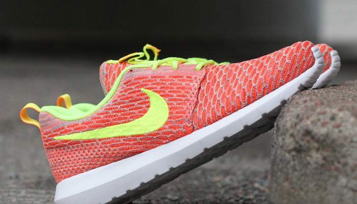 Nike_Flyknit_Rosherun_677243-800