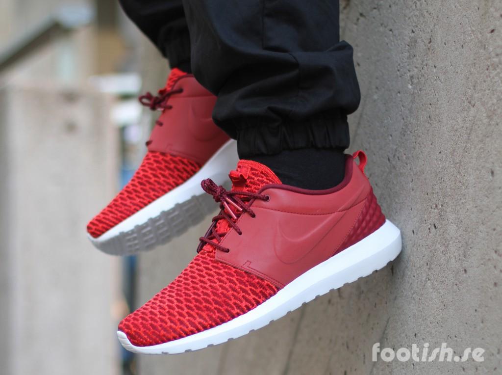 Nike-Roshe-Flyknit-Premium-746825-600