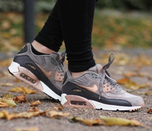 Nike-Wmns-Air-Max-90-Leather-1