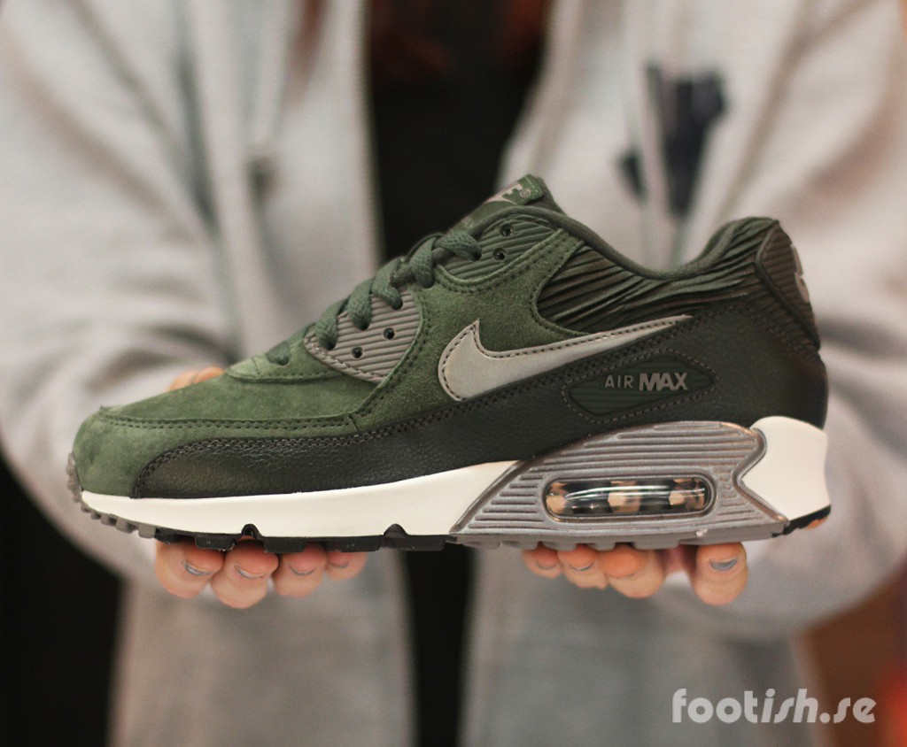 Nike-Wmns-Air-Max-90-Leather-768887-301