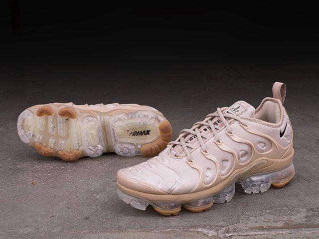 bc4566144fd Nike Air Vapormax Plus – AT5681-200 • En Vapormax Plus i dessertfärgen